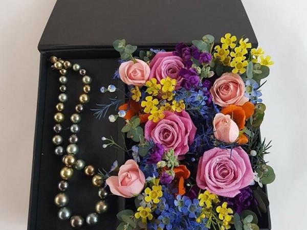 아내결혼기념일선물_플라워박스_꽃박스_꽃상자_악세사리플라워박스.jpg